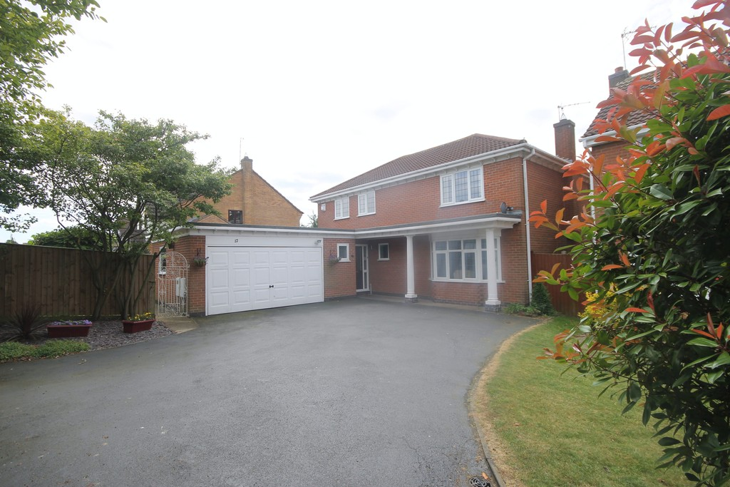 4 Bedrooms Detached House for sale in Knights Close, Burbage LE10