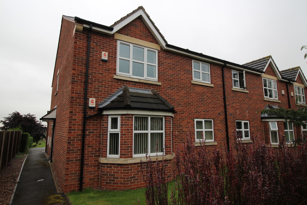 2 Bedrooms Property for sale in Hardistry Le Court, Pontefract Road WF8