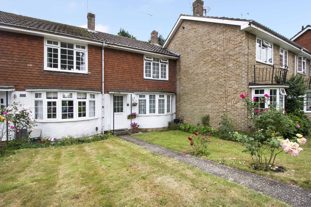 2 Bedrooms Terraced House for sale in SOUTHGATE RH11