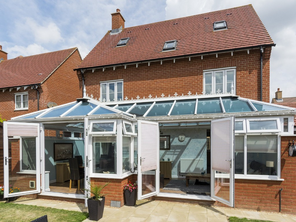 5 Bedrooms Detached House for sale in Secundus Drive, South Colchester CO2