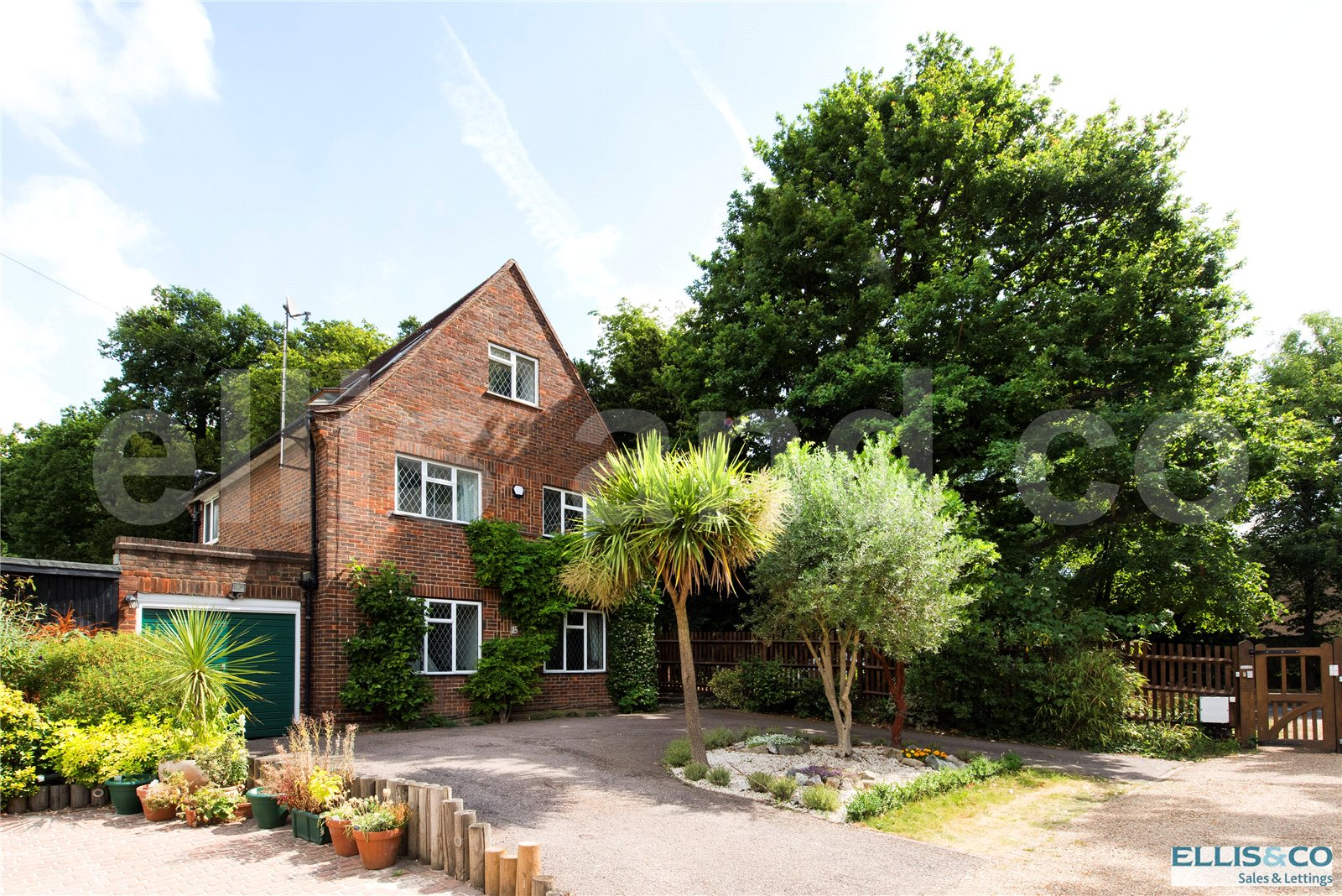 4 Bedrooms Detached House for sale in Tudor Close Mill Hill London NW7
