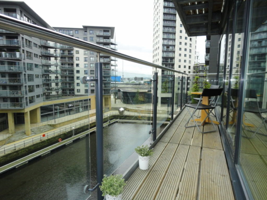 2 Bedrooms Apartment Flat for sale in La Salle, Leeds Dock LS10