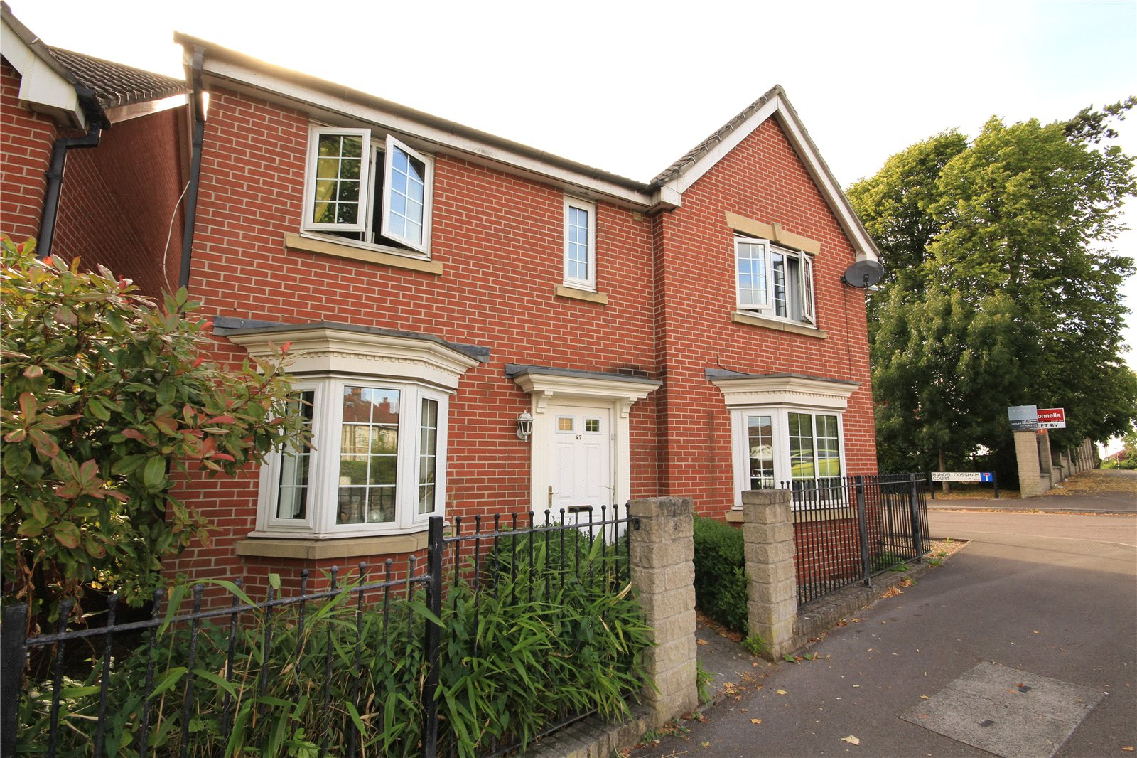 4 Bedrooms Detached House for sale in Lodge Road Kingswood Bristol BS15
