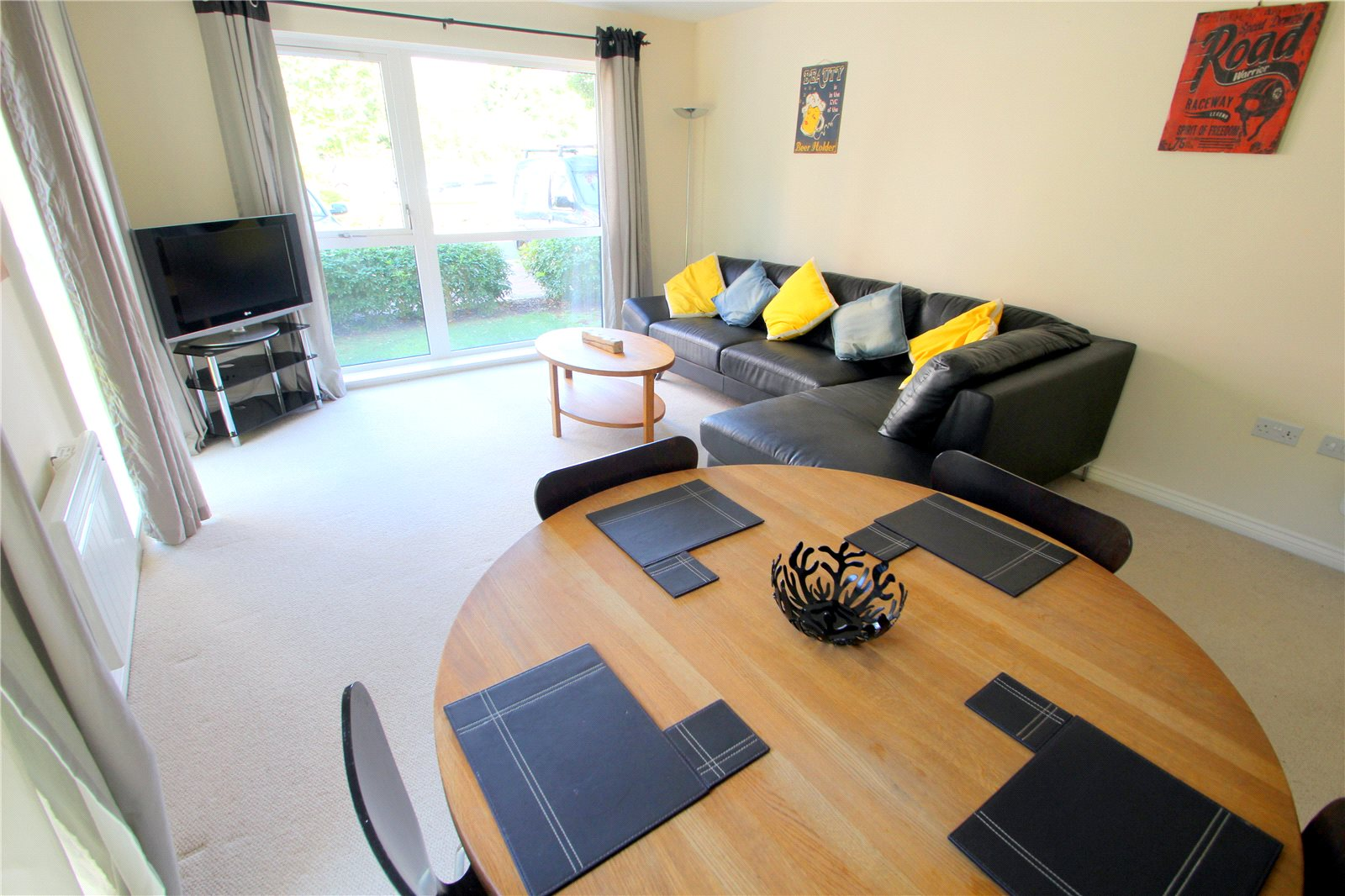 3 Bedrooms Flat for sale in Paxton Drive Bristol BS3