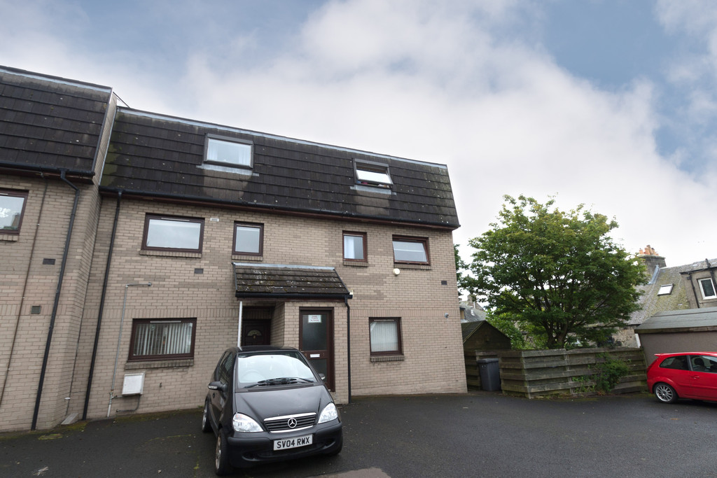 3 Bedrooms Maisonette Flat for sale in Ross Lane, Dunfermline KY12