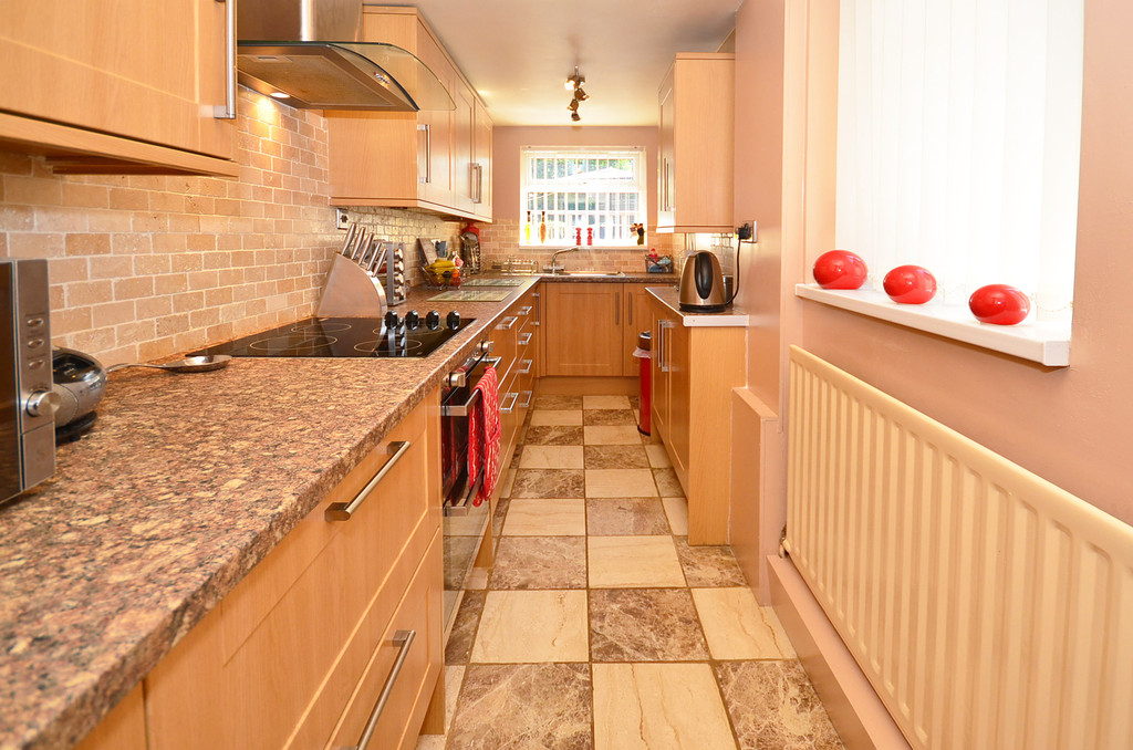 2 Bedrooms Semi Detached House for sale in Leek New Road, Sneyd Green ST1