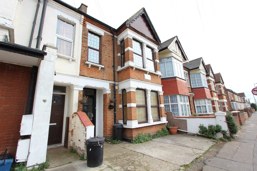 6 Bedrooms Terraced House for sale in Bournemouth Park Road, Southend On Sea SS2