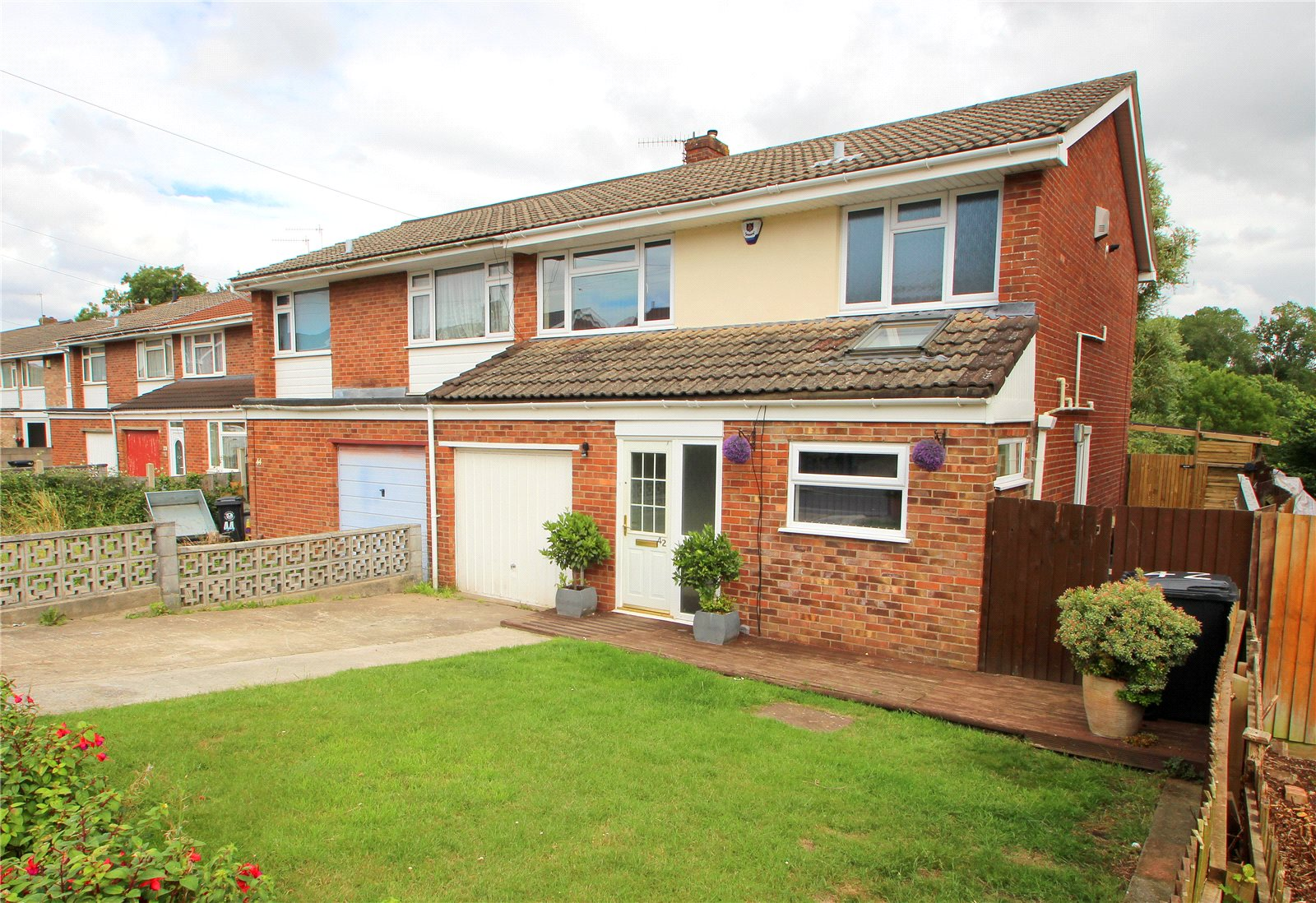 3 Bedrooms Semi Detached House for sale in Broadleas Headley Park Bristol BS13