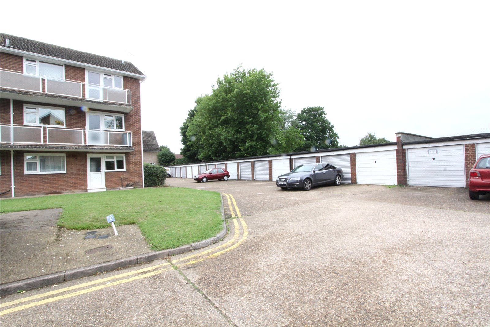 2 Bedrooms Maisonette Flat for sale in Hughenden Road St. Albans Hertfordshire AL4