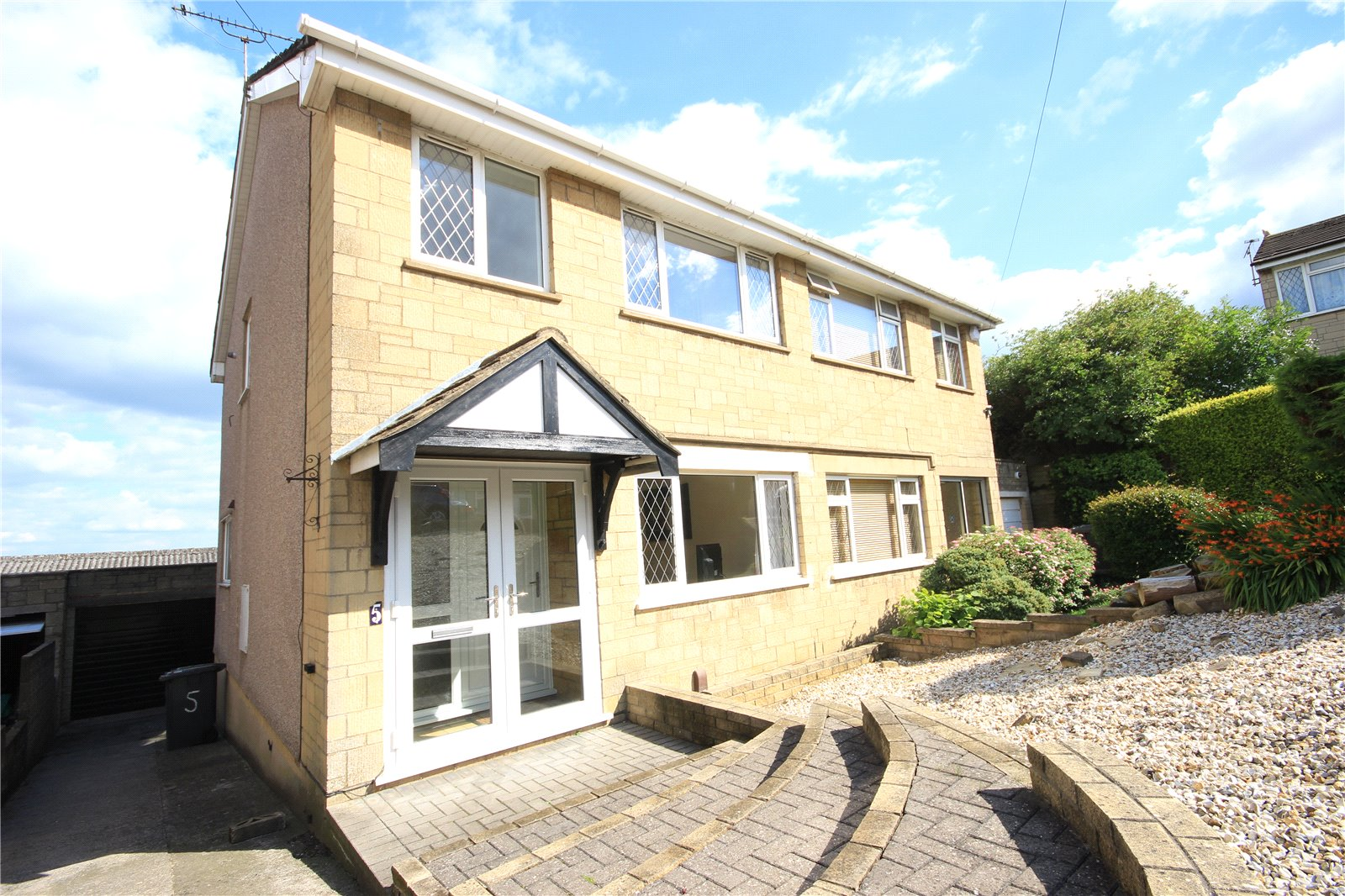 3 Bedrooms Semi Detached House for sale in Dyrham Close Kingswood Bristol BS15