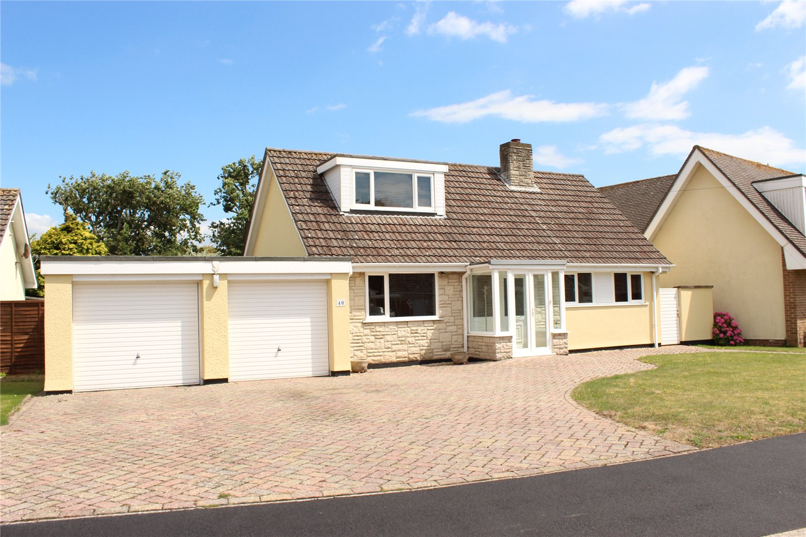 3 Bedrooms Bungalow for sale in Golf Links Road Burnham on Sea Somerset TA8