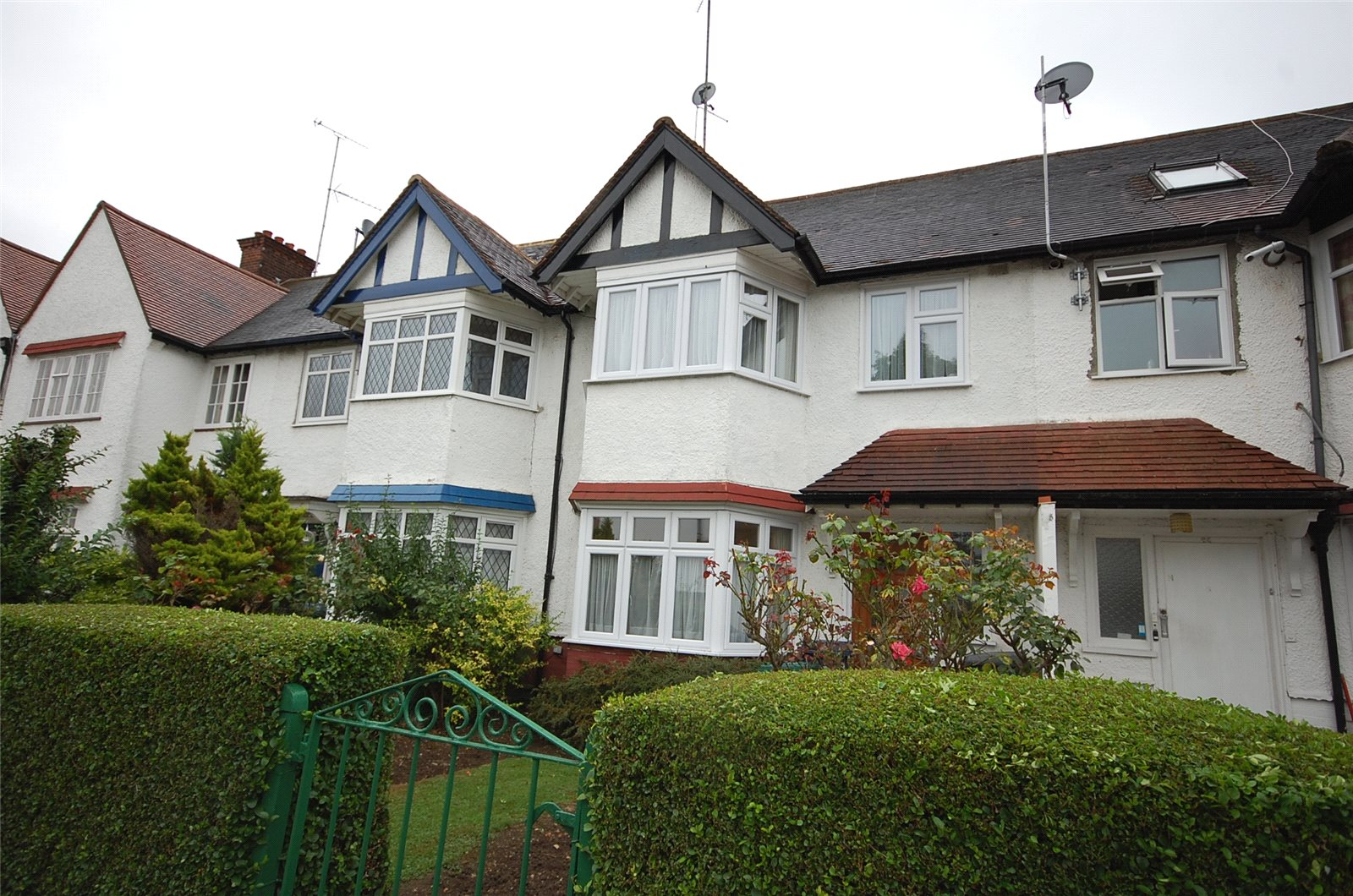 3 Bedrooms Property for sale in Strathmore Gardens Finchley London N3