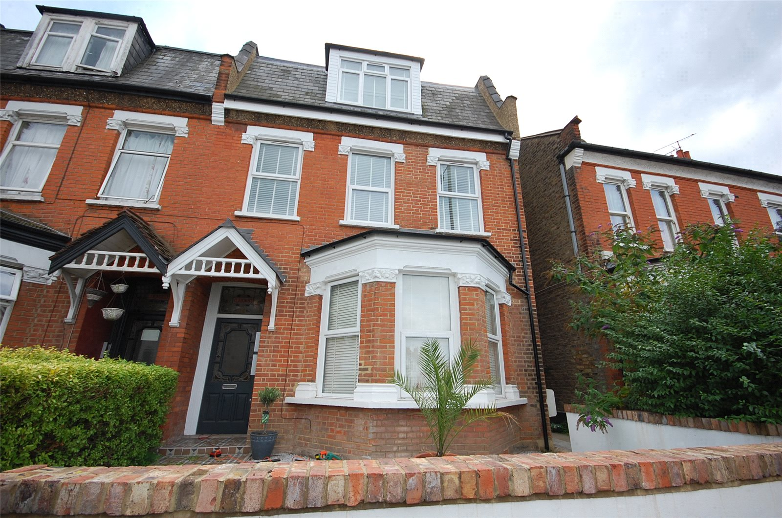2 Bedrooms Flat for sale in Woodhouse Road London N12