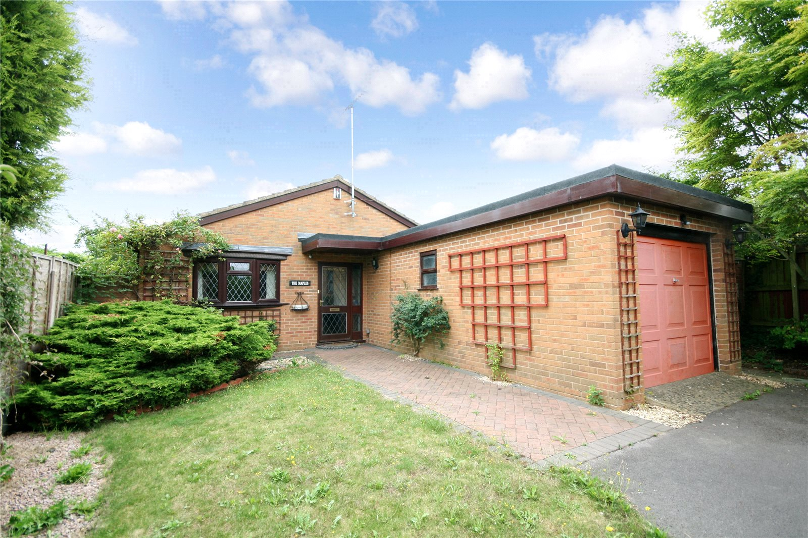 3 Bedrooms Bungalow for sale in St Nicholas Drive Cheltenham GL50