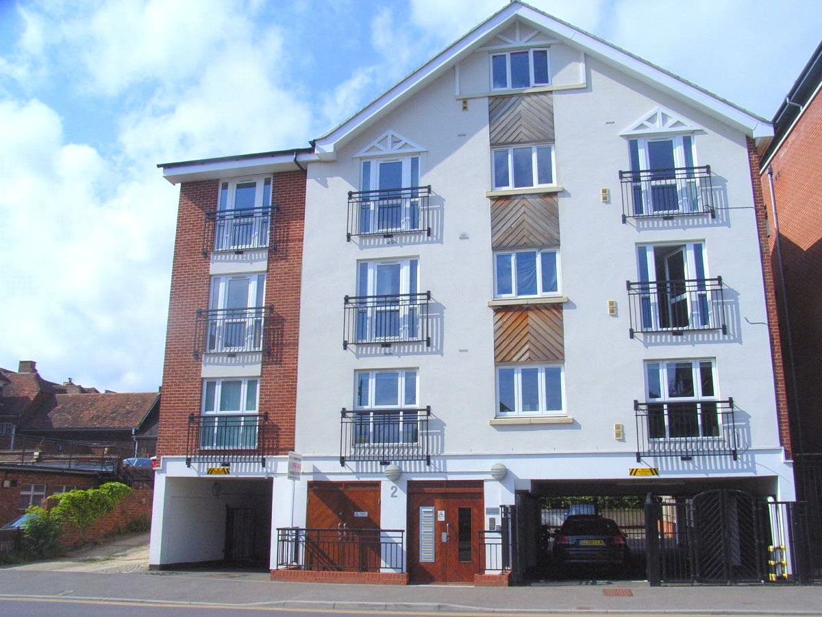 2 Bedrooms Flat for sale in Lyons Crescent Tonbridge Kent TN9