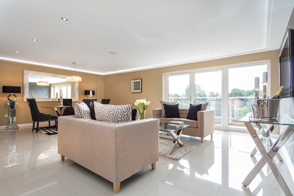 2 Bedrooms Flat for sale in Penstone Court, Century Wharf CF10