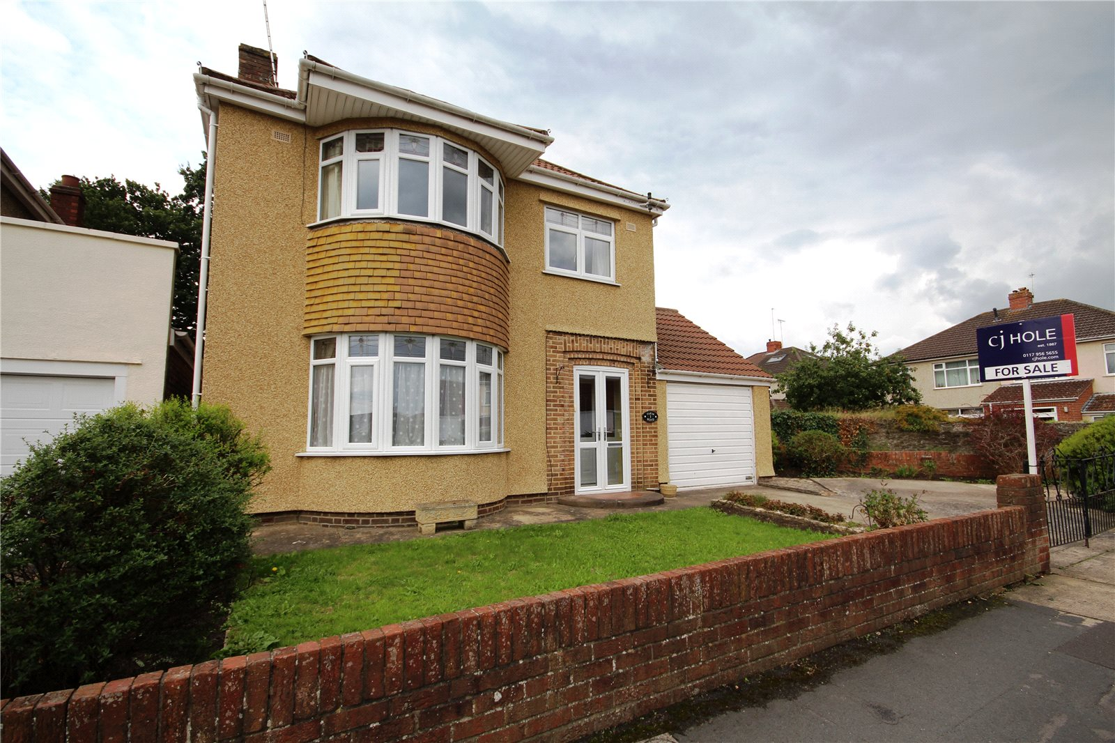 3 Bedrooms Detached House for sale in Farm Road Downend Bristol BS16