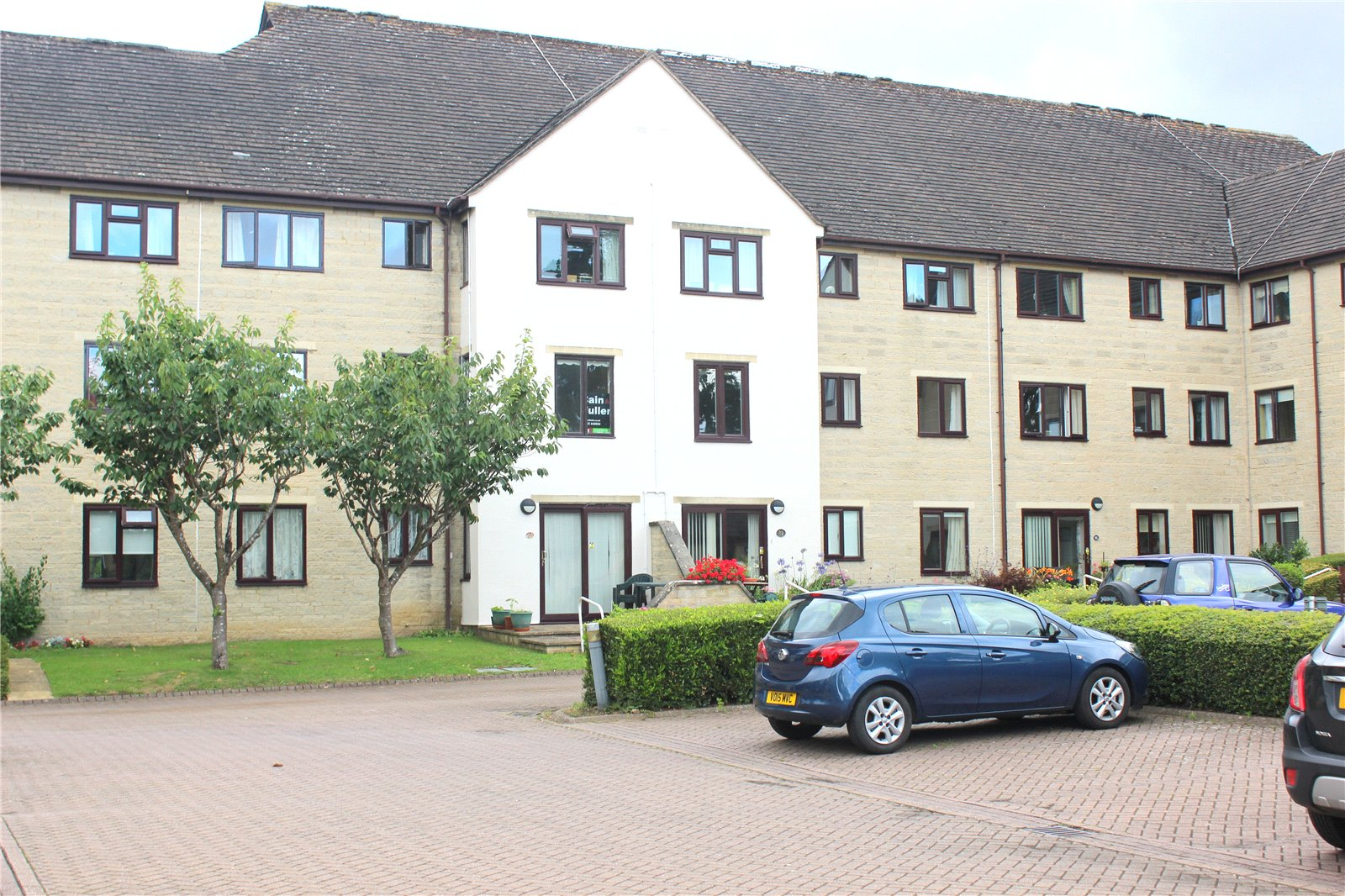 2 Bedrooms Flat for sale in Barclay Court Trafalgar Road Cirencester GL7