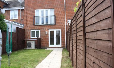 Regis Park Road Reading Berkshire RG6 Image 9