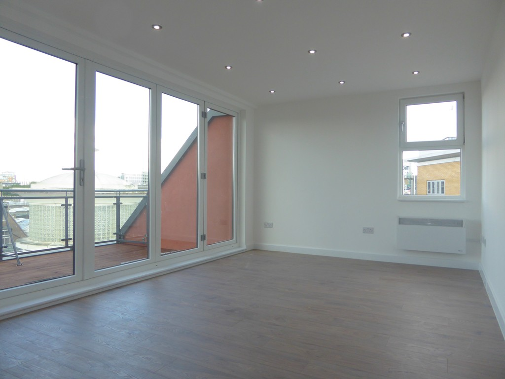 2 Bedrooms Apartment Flat for sale in Brand New Apartment Penthouse RG21