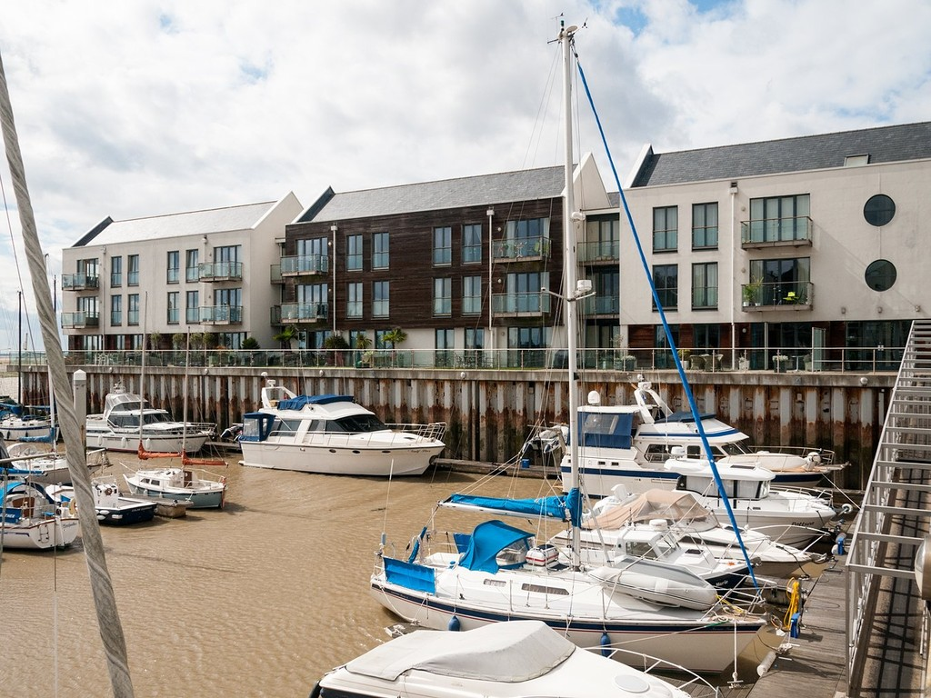 3 Bedrooms Apartment Flat for sale in The Boat House, Waterside Marina CO7