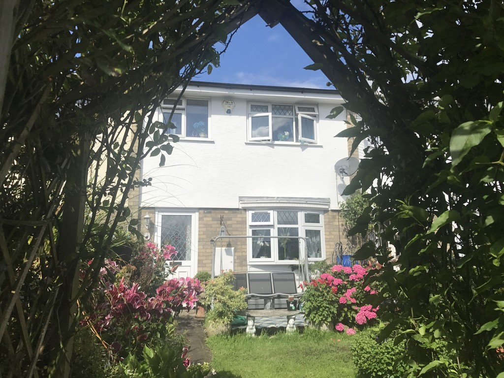 3 Bedrooms Terraced House for sale in Carew Grove, Castle Park CF48