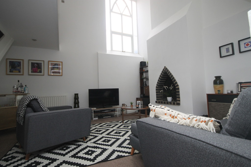 2 Bedrooms Maisonette Flat for sale in Holly Road, Abington NN1