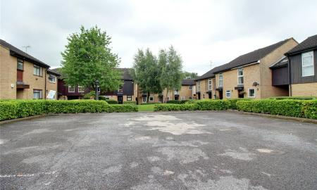 Fleetham Gardens Lower Earley Reading RG6 Image 5