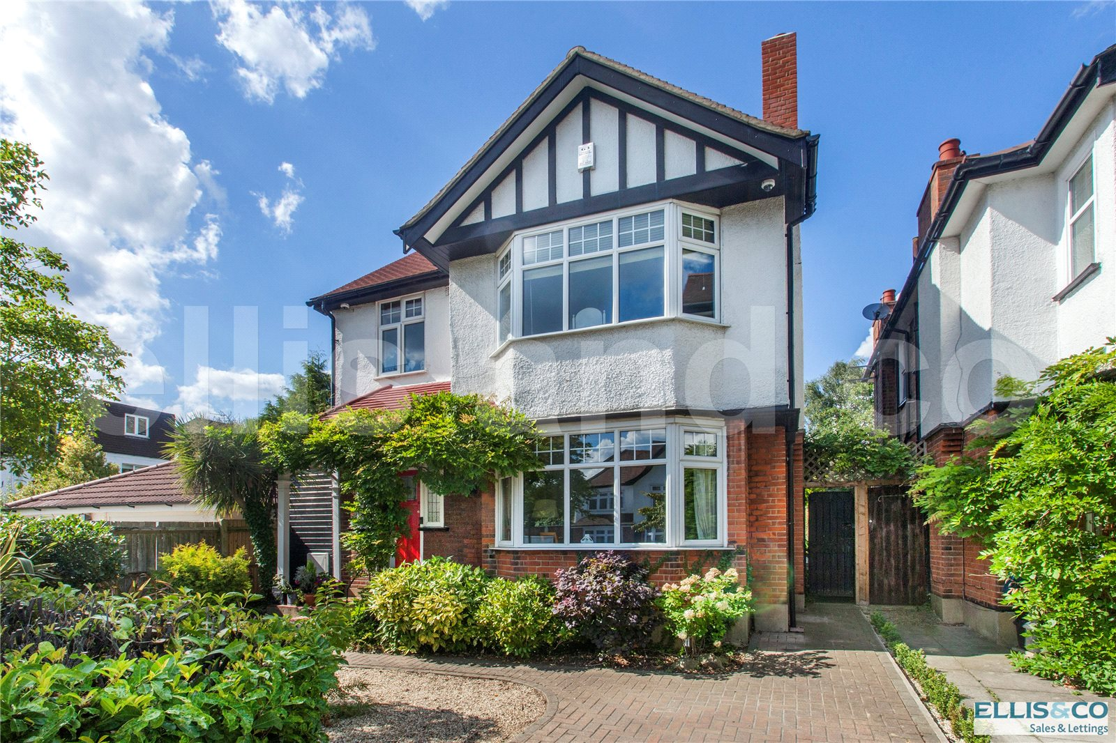 5 Bedrooms Detached House for sale in Goodwyn Avenue Mill Hill London NW7