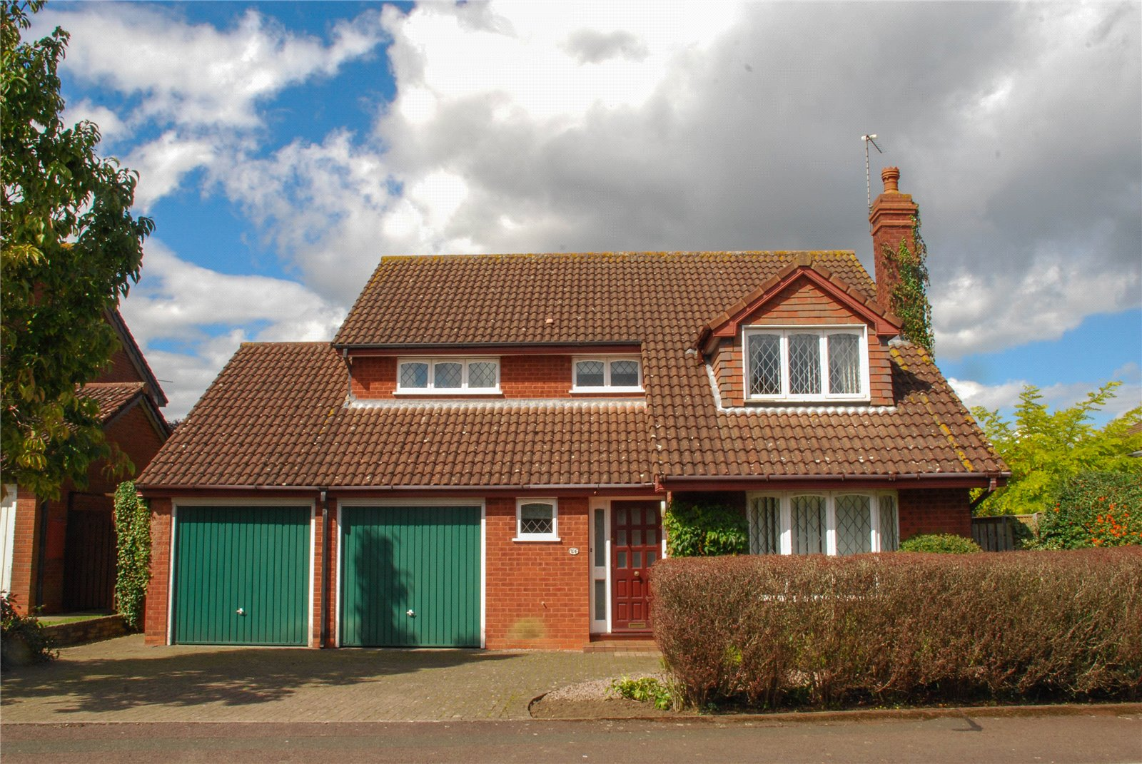 4 Bedrooms Detached House for sale in Upton Close Barnwood GLOUCESTER GL4
