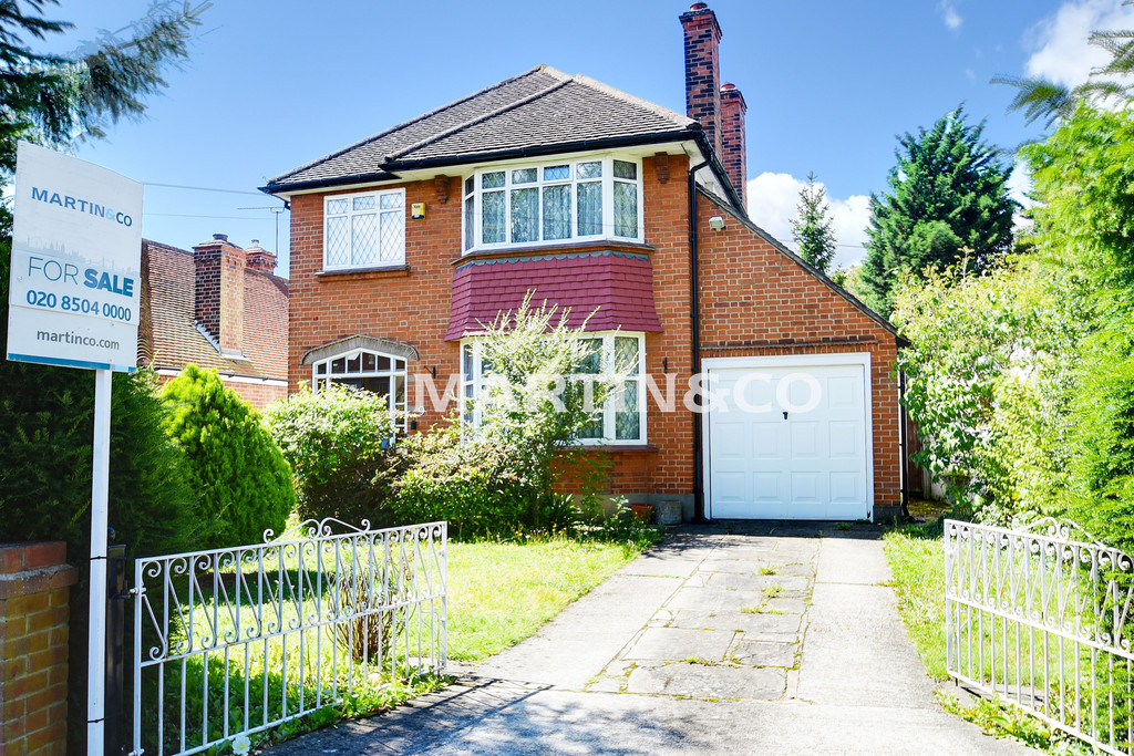 3 Bedrooms Detached House for sale in Knighton Lane , Buckhurst Hill IG9