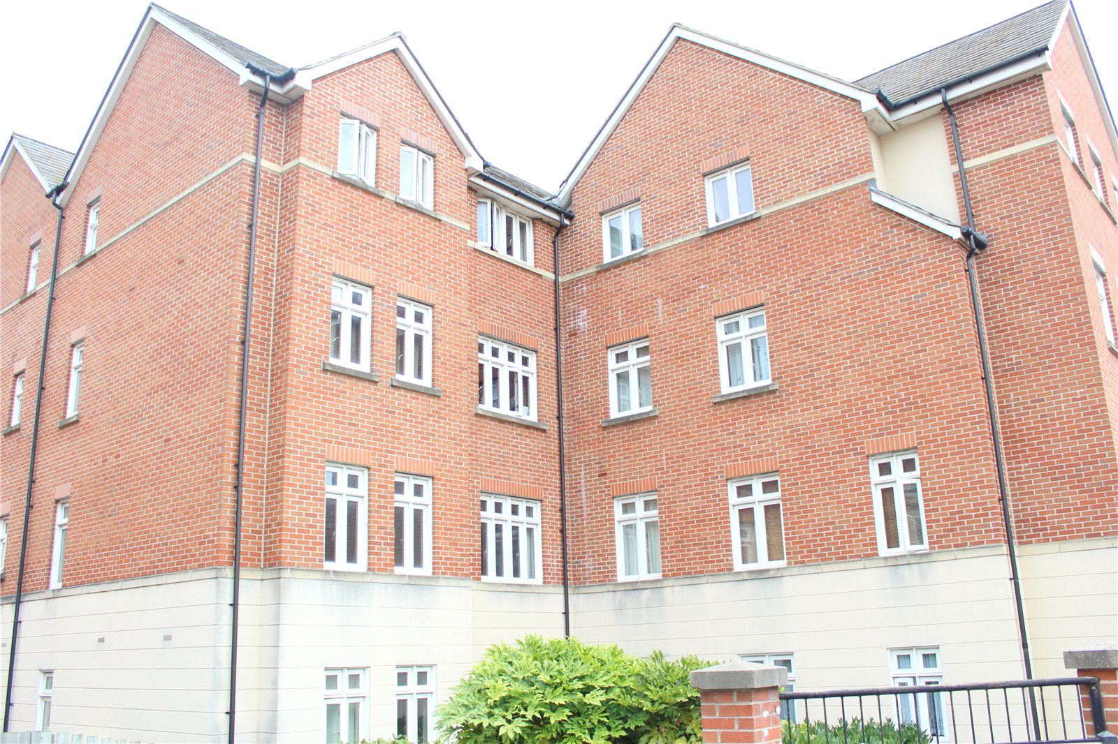 2 Bedrooms Flat for sale in The Strand London Road Gloucester GL1