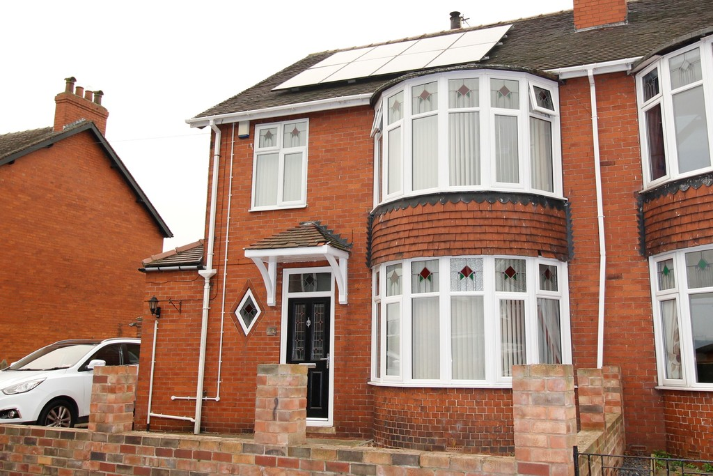 3 Bedrooms Semi Detached House for sale in Warren Avenue, Knottingley, WF11 WF11