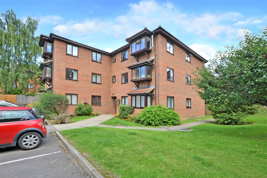 1 Bedroom Apartment Flat for sale in Newport Road, Aldershot GU12
