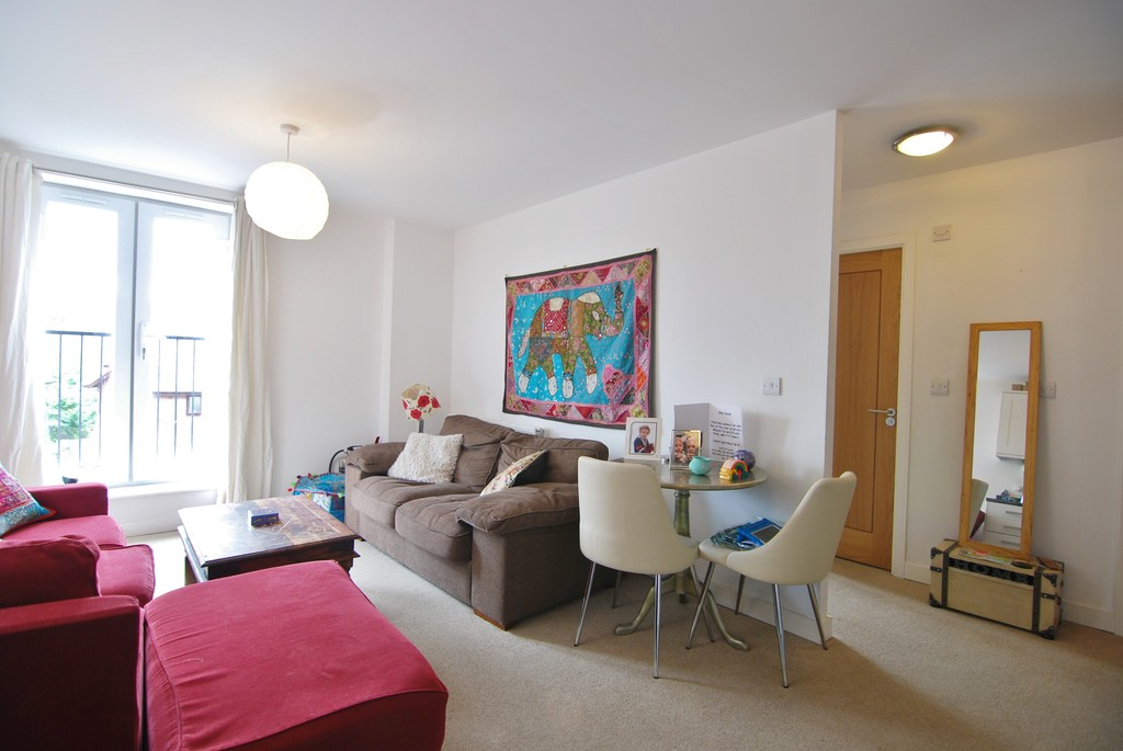 2 Bedrooms Apartment Flat for sale in Lyons Crescent TN9