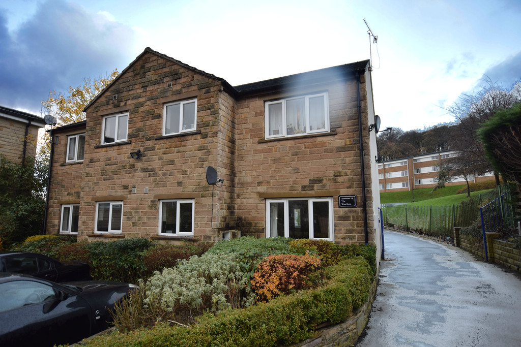 2 Bedrooms Apartment Flat for sale in Wood Lane, Huddersfield HD4
