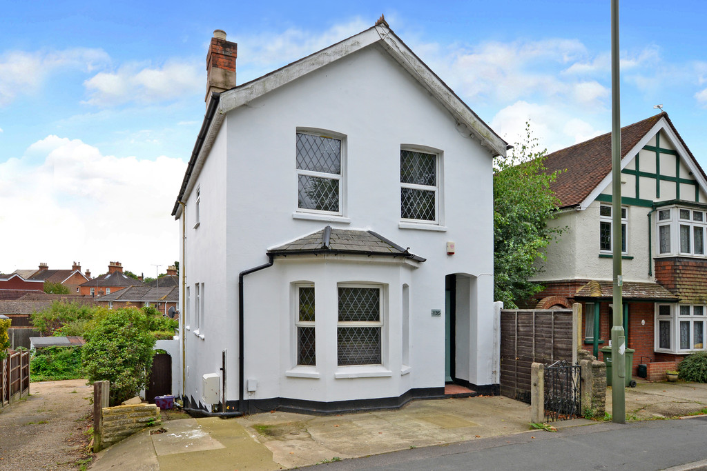 4 Bedrooms Detached House for sale in Ash Hill Road, Ash GU12