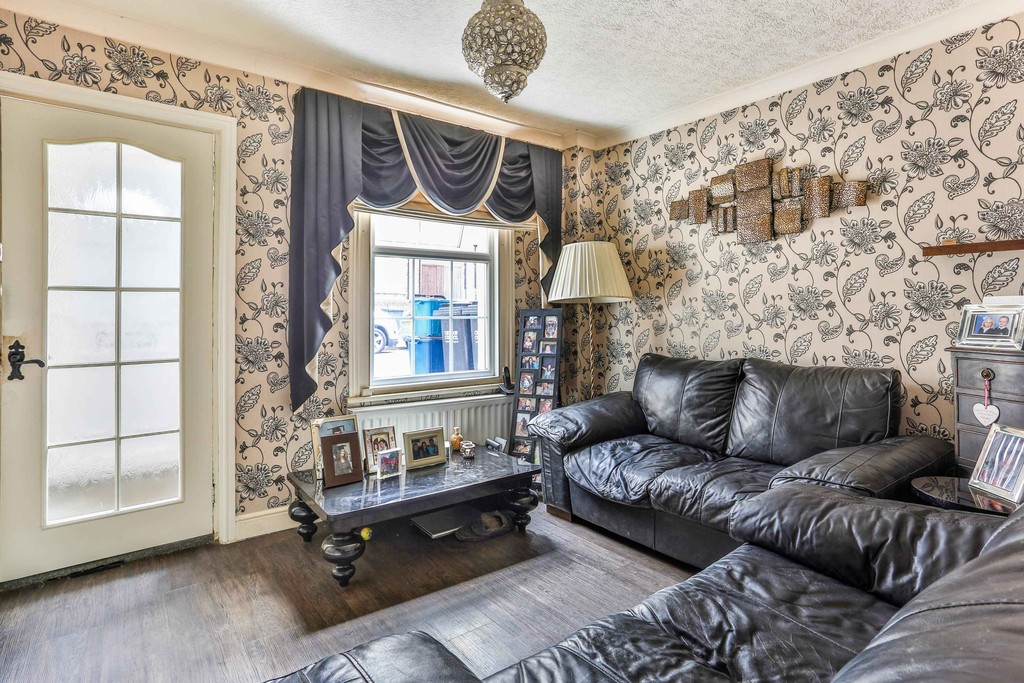2 Bedrooms Terraced House for sale in Chelsham Road, South Croydon CR2