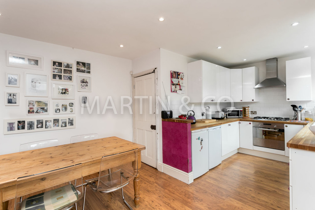 3 Bedrooms Terraced House for sale in Rectory Crescent, WANSTEAD E11