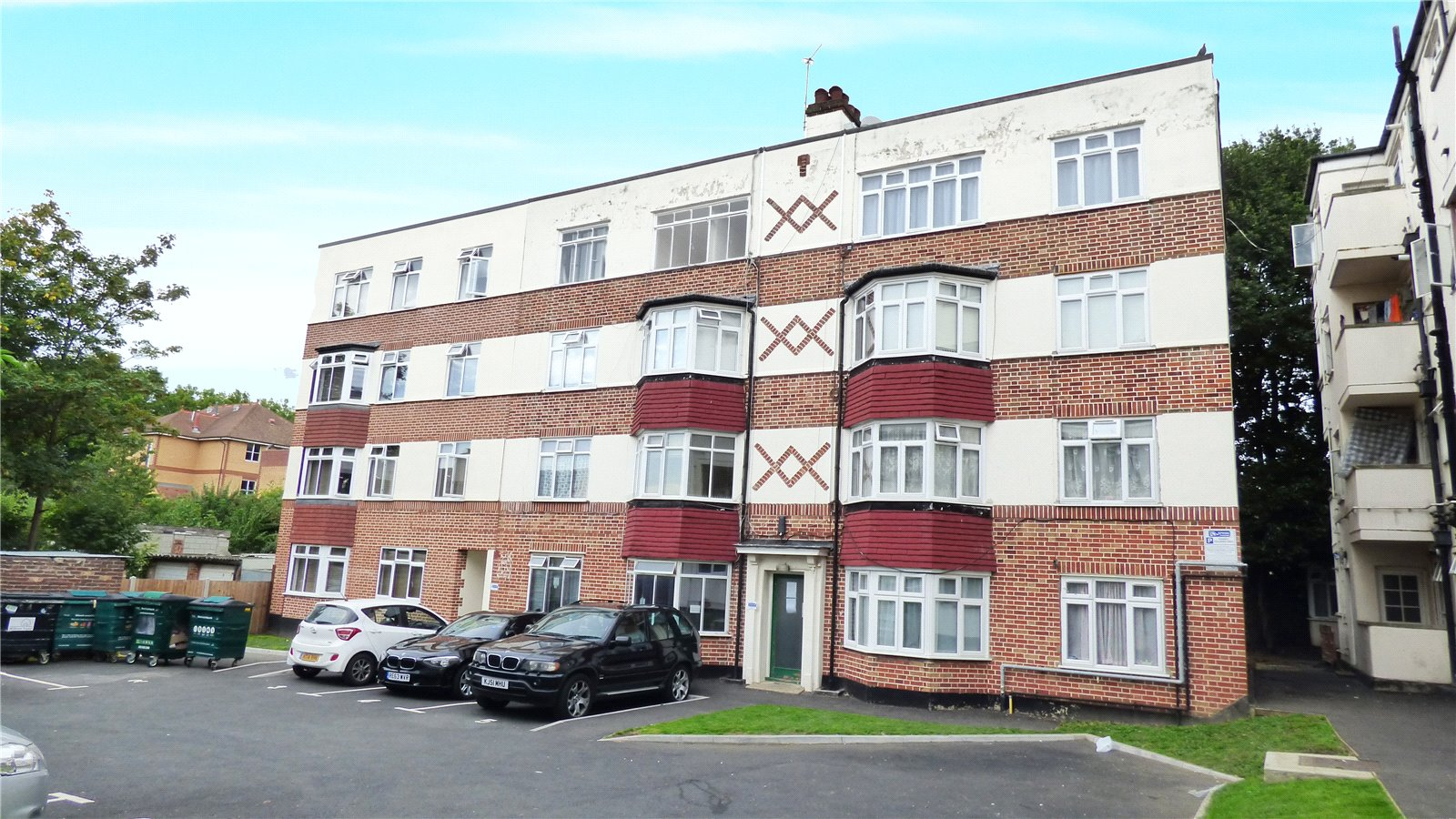 2 Bedrooms Flat for sale in Brewster Road Leyton E10