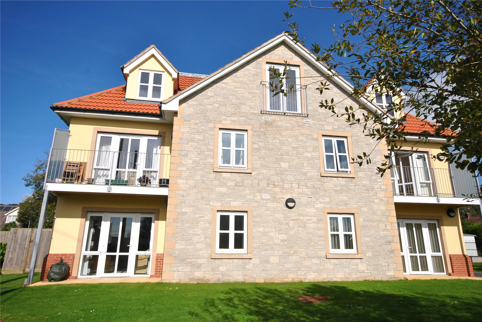 2 Bedrooms Flat for sale in Acacia Court, Tweentown CHEDDAR BS27