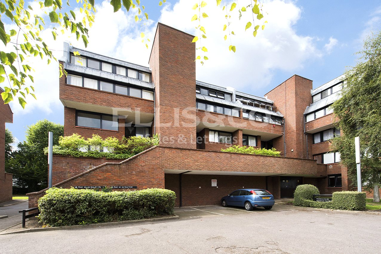 2 Bedrooms Flat for sale in Britten Close London NW11