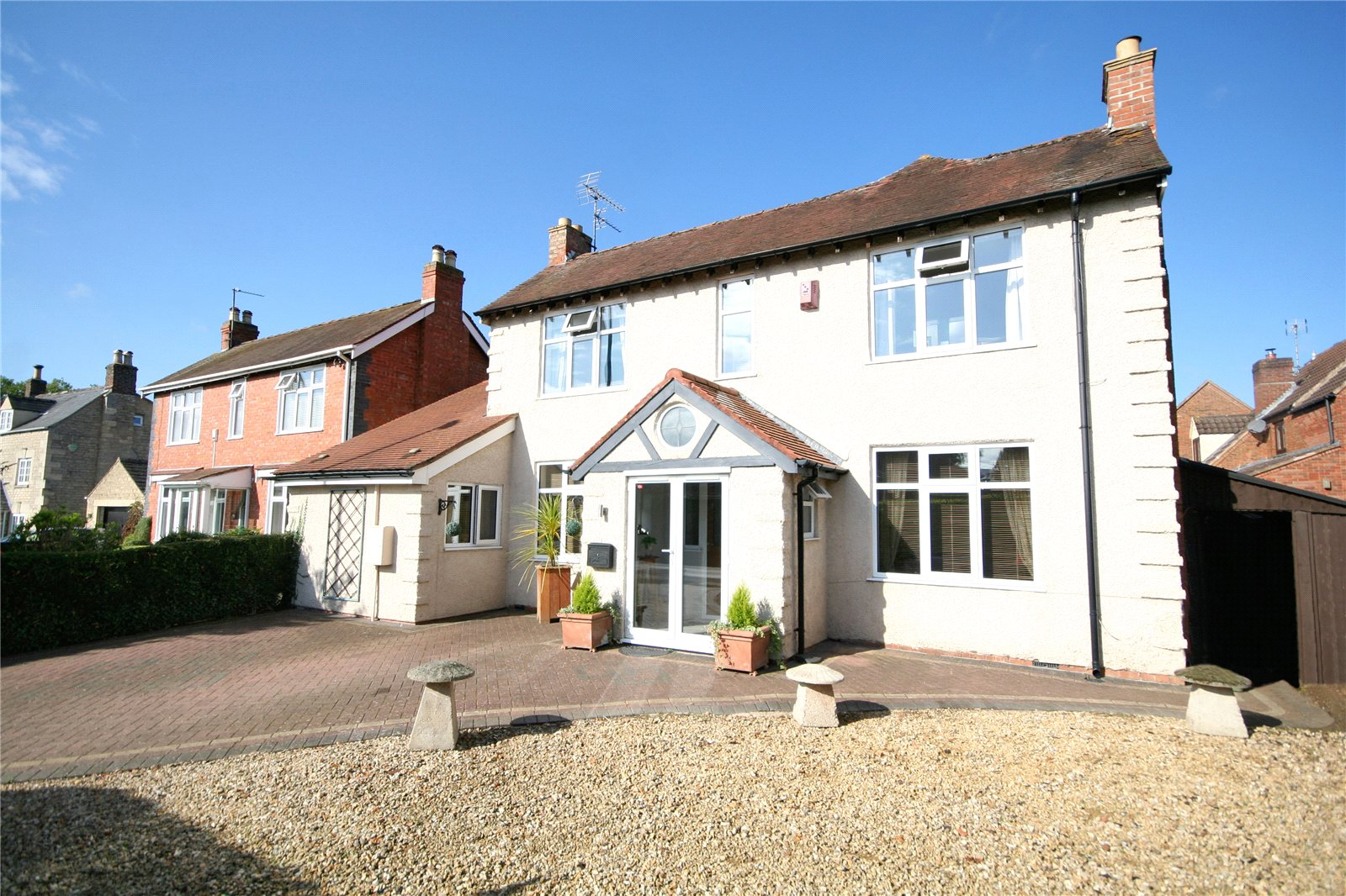 5 Bedrooms Detached House for sale in Cheltenham Road Bishops Cleeve Cheltenham GL52