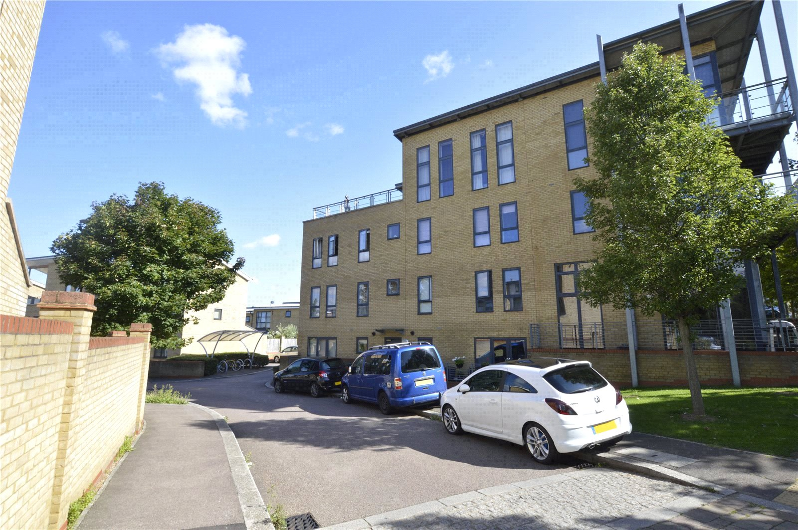 2 Bedrooms Flat for sale in Park Lane Waterstone Park Greenhithe DA9