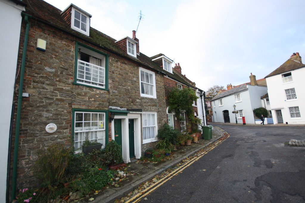 2 Bedrooms Terraced House for sale in The Bayle, Folkestone CT20