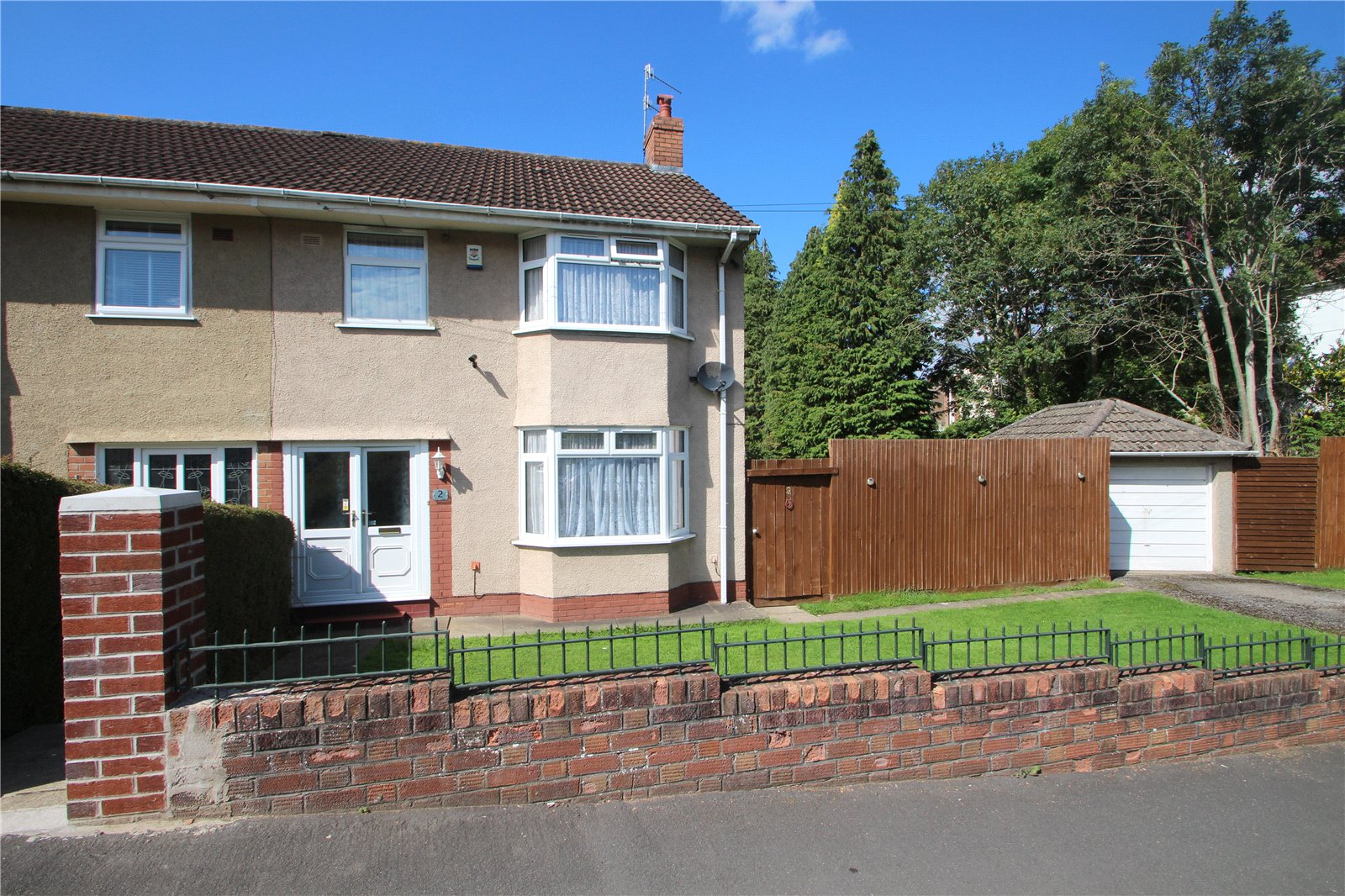 3 Bedrooms Semi Detached House for sale in Chestnut Walk Bishopworth BRISTOL BS13