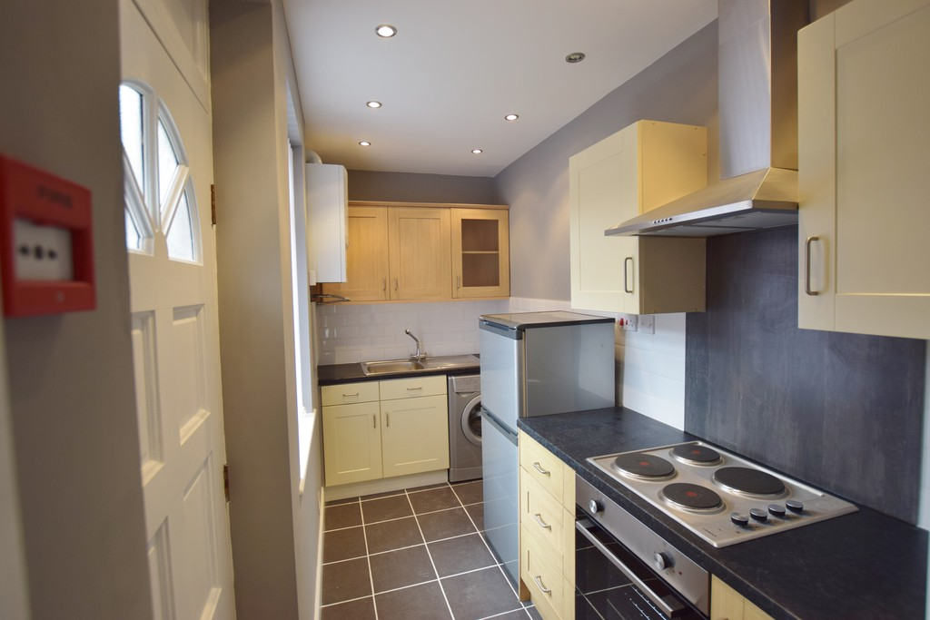4 Bedrooms Terraced House for sale in Nowell Place LS9