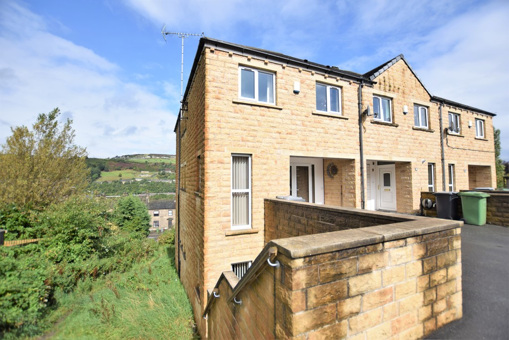 3 Bedrooms Property for sale in Banks Road, Linthwaite, Huddersfield HD7