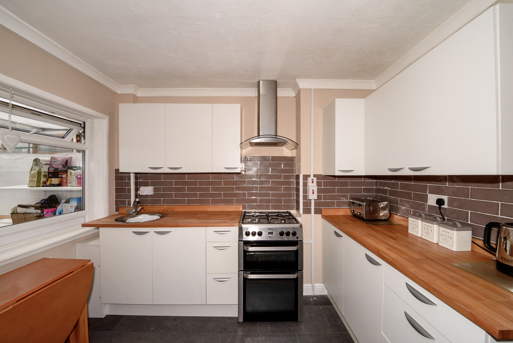 2 Bedrooms Terraced House for sale in Beaver Road, Ashford, Kent TN23