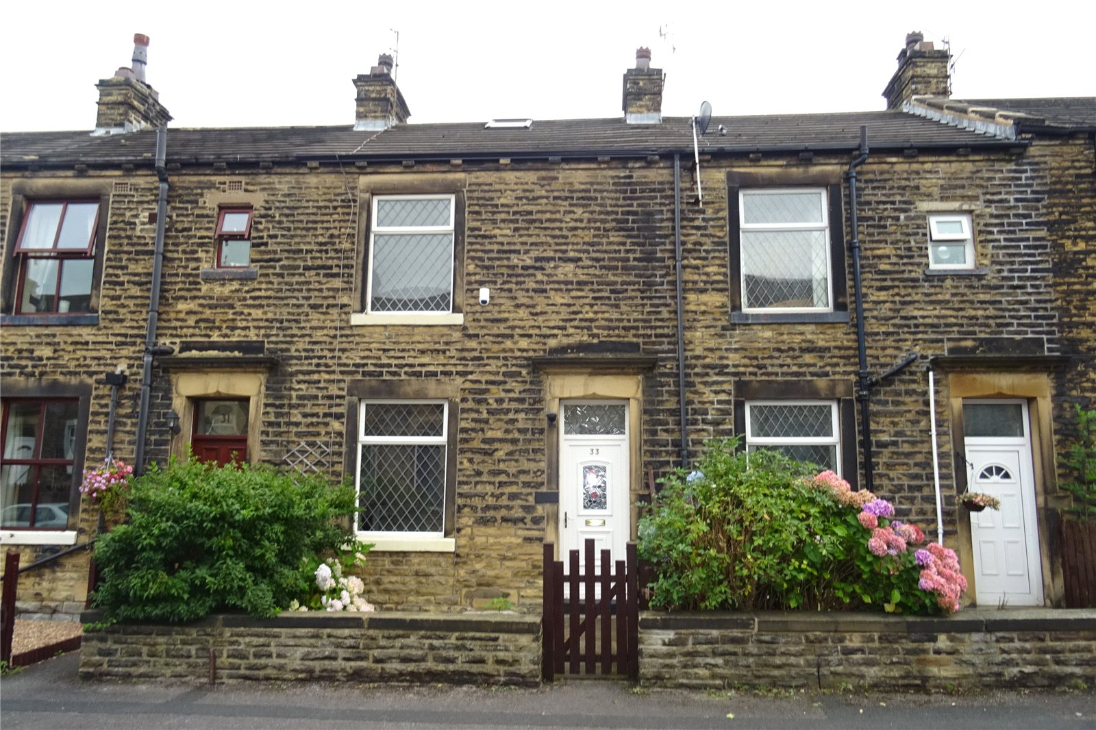 Yorkshire Terrace: Whitegates Bradford 2 Bedroom House SSTC In Woodbine